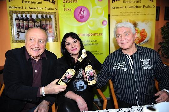 Felix s Dádou křtili víno Jiřího Krampola.