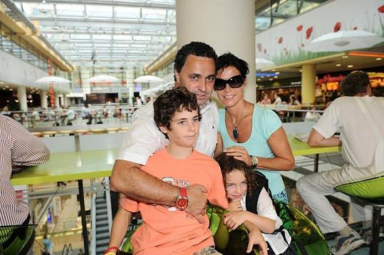 Martin Dejdar s manželkou Danielou, synem Matějem a dcerou Sárou.