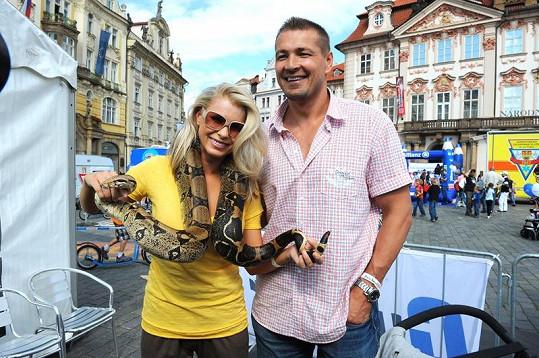 Zasloužilá matka se nebojí ani hadů.