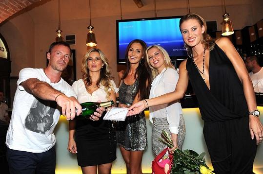 Videoklip Zdeňkovi pokřtily Eliška Bučková s Kateřinou Průšovou. Moderátorkou večírku byla Kateřina Kristelová.