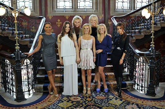 Spice Girls a tým kolem muzikálu Viva Forever!.