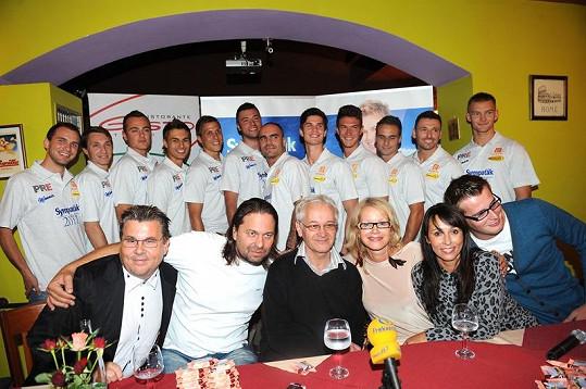 Porotci a finalisté Sympaťáka roku 2011.