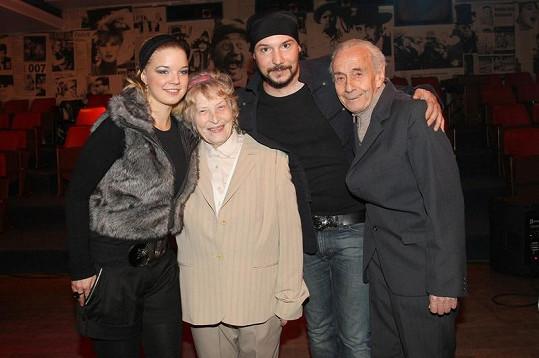 Bohuš Matuš s přítelkyní a babičkou s dědečkem.