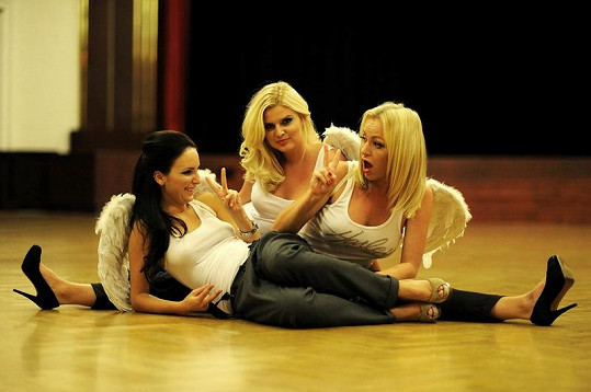 Budou se takhle Martina, Veronika a Nikol válet i po propité noci v Harleys ze 4. na 5. prosince?