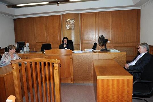 Advokátka Věra Sedloňová zůstávala ledově klidná.