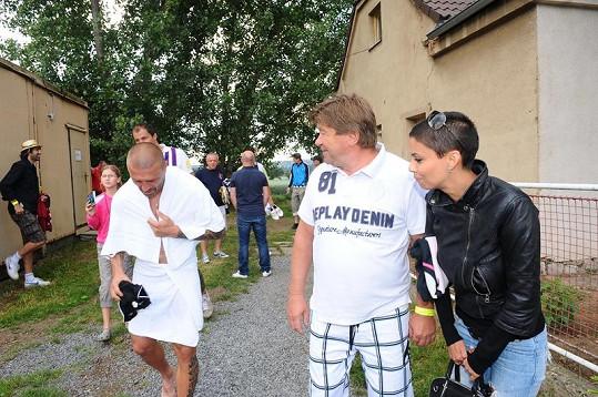 Vlaďka Erbová s přítelem Tomášem Řepkou a jeho otcem Petrem Vokáčem.