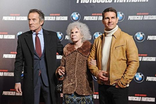 Vévodkyně z Alby s manželem Alfonsem (vlevo) a Tomem Cruisem na premiéře v Madridu.