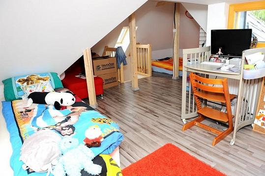 Pokoj v podkroví patří Reného synovi z prvního manželství.