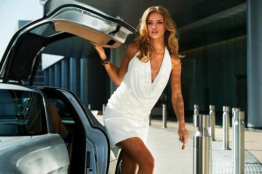 Nejvíc sexy žena světa v akčním filmu Transformers 3.