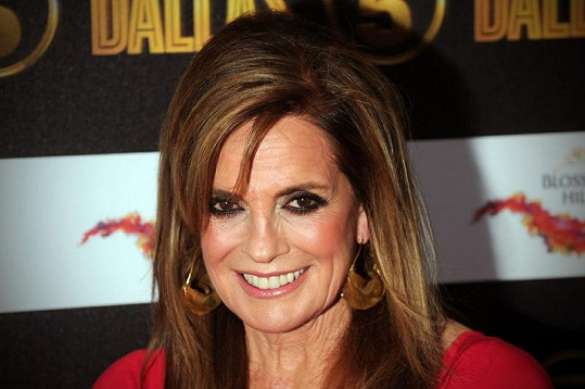 Linda Gray stárne se ctí a vrásky ve tváři si nenechává vyhladit.