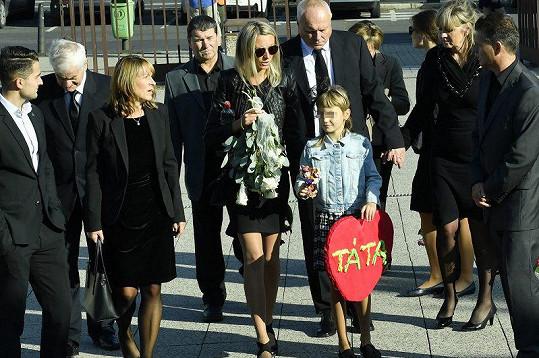 Manželka Petra Vlasáka s dcerou Simonkou a rodinou