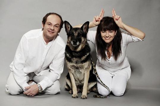 Marta Jandová se před objektivem vyřádila. Na snímku s Adrianem Jastrabanem.