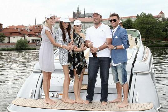 Celebrity křtí s Radkem Mašínem nový přírůstek do flotily.