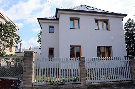 Nový dům Evy Decastelo v pražských Modřanech.