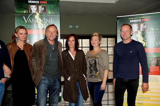 Rodena s Chýlkovou odplní ve Vánoční koledě David Koller, Marina Viskorkina a Szidi Tobias.