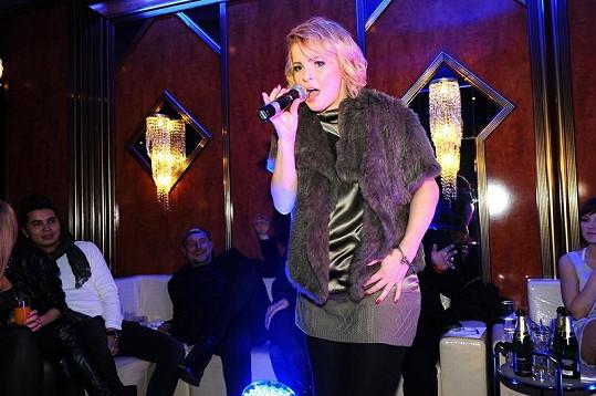 Když Iveta v kasinu Banco zpívala, publikum nevěřícně zíralo anebo se smálo.