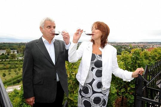 Manželé Petr Štěpánek a Zlata Adamovská milují kvalitní vína.