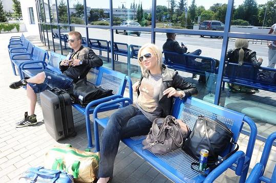 Na letišti se ještě tvářili, že k sobě nepatří.