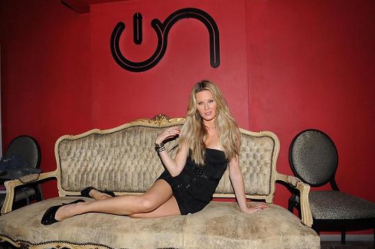 Simona Krainová má úžasnou figuru.