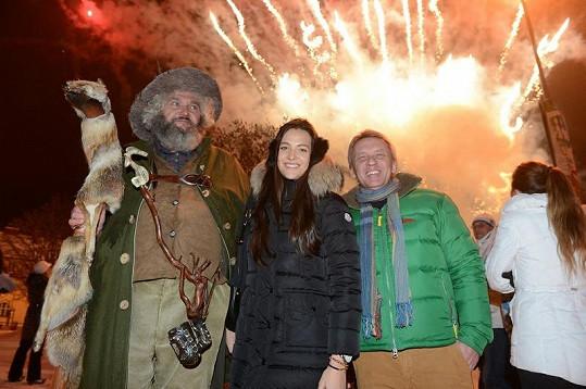 S Krakonošem a farářem Zbigniewem Czendlikem na ski openingu.