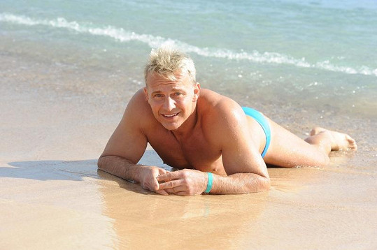 Martin Maxa na pláži na Fuerteventuře.