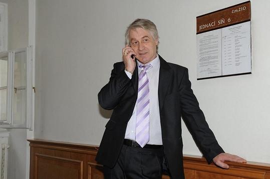 Josef Rychtář je rozvedený.