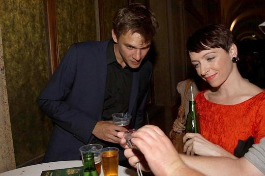 Taťána Vilhelmová s přítlem Vojtou Dykem vypadají šťastně.