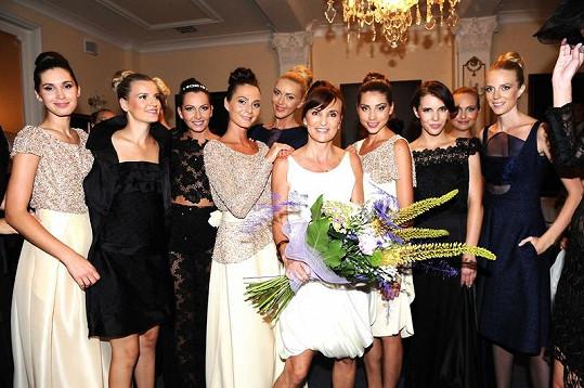 Beata Rajská se svými modelkami.