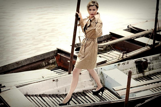 Jitka Schneiderová balancovala na vysokých jehlách na nestabilní lodičce.