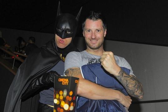 S Batmanem se musel vyfotit i Petr Vágner.