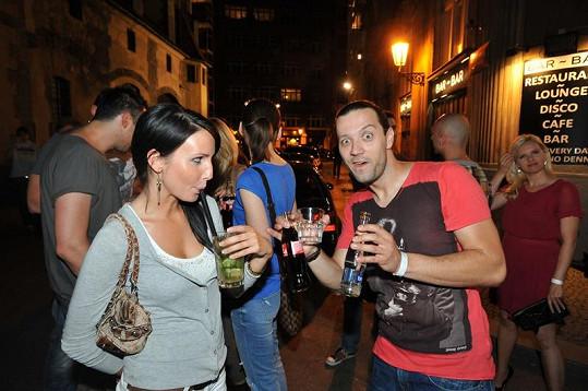 Ruda z Ostravy s přítelkyní Veronikou Novou na párty.
