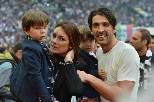 Spokojená rodinka během oslav mistrovského titulu.