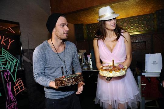 Leoš Mareš s Petrou Faltýnovou předávali dorty.
