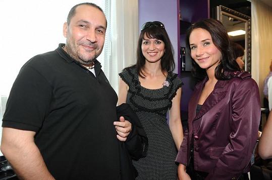 Sandra Nováková s přítelem janem Nejedlým a Adélou Gondíkovou na kadeřnické párty.