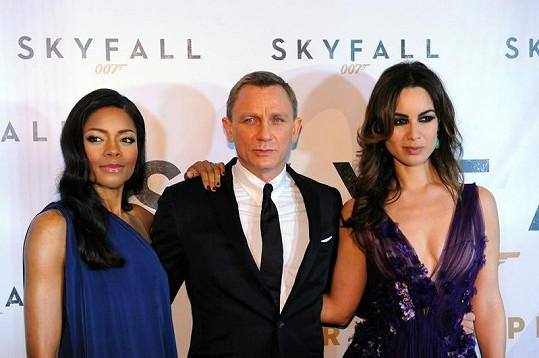 Naomie Harris, Daniel Craig a Bérénice Marlohe.