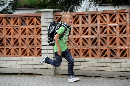 Davídek se do školy zjevně těší.
