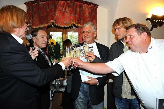 Jakub byl jedním z kmotrů desky Spolu na kus řeči Miroslava Donutila a Karla Gotta.