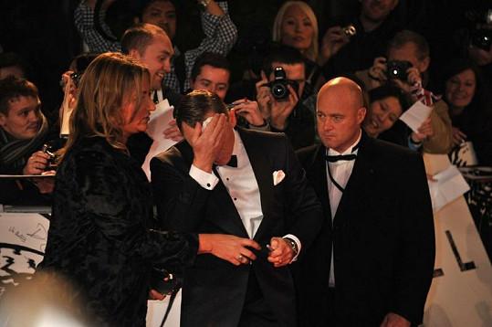 Daniel Craig na premiéře Skyfall trpěl.