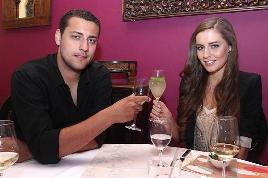 Tereza Chlebovská a Ondřej Pavelec. Luxusní večeře vše odstartovala. Oba si velmi rozumí a rádi si společně povídají.