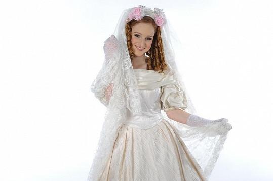 Tereza jako romantická nevěsta v muzikálu Bídníci.