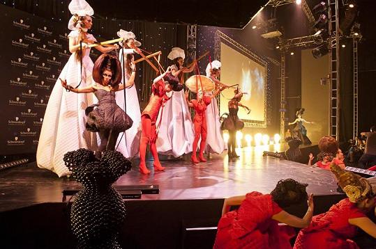 Kadeřnická show polské kadeřnice Anny Kulec-Karampotis přivedla na závěr diváky do němého úžasu.