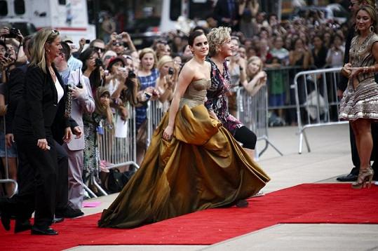 Tyto šaty Emmy Watson Kelly Osbourne rozhodně nenadchly.