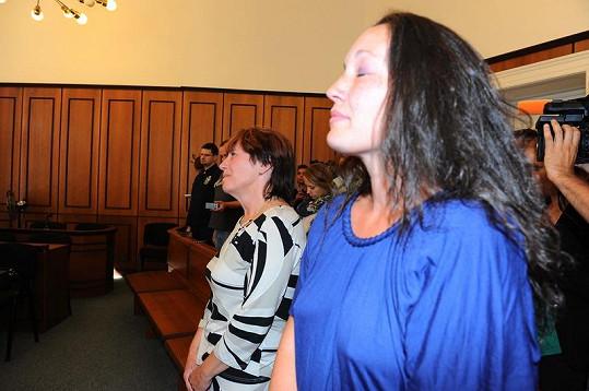 Vdova po Jindřichu Rotreklovi, Olga, a její dcera Jana při vynášení rozsudku plakaly.