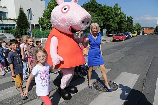 Veronika Žilková dětem vysvětlila, na co si dát na silnici pozor.
