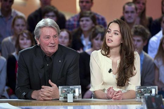 Alain Delon s Anouchkou v televizním pořadu Le Grand Journal.
