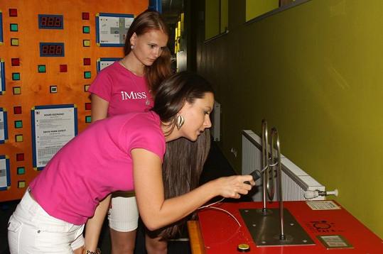 Pro dívky byly připraveny různé úkoly.