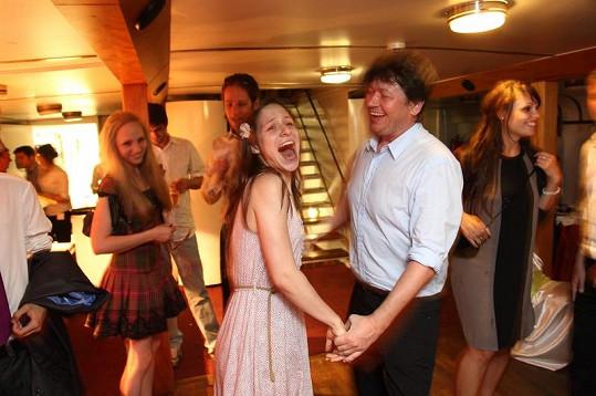 Herečka Veronika Kubařová s režisérem Karlem Janákem tančili a zpívali jako o život.