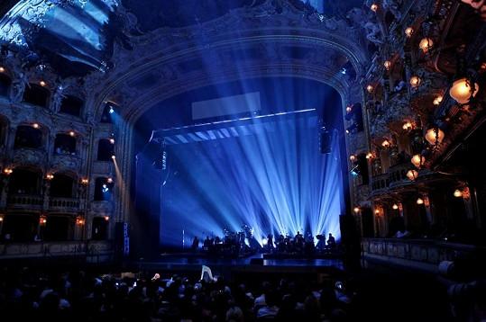 Státní opera v Praze praskala ve švech.
