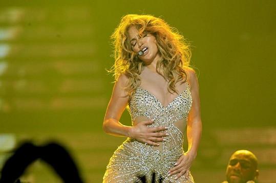 Slavná zpěvačka na koncertu v Paříži.