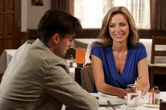 Kateřina ve své seriálové roli - v Cestách domů se představí jako úspěšná podnikatelka Helena Šeborová.